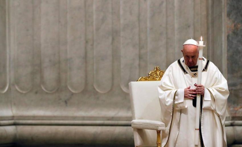 Il Papa durante la messa di Pasqua