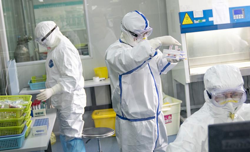 Covid-19, virus indebolito