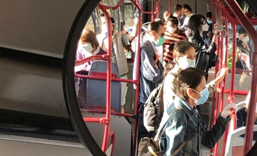 Atac, bus affollato con mascherine