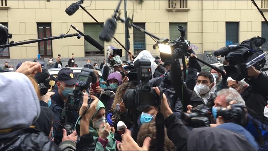 assembramenti giornalisti