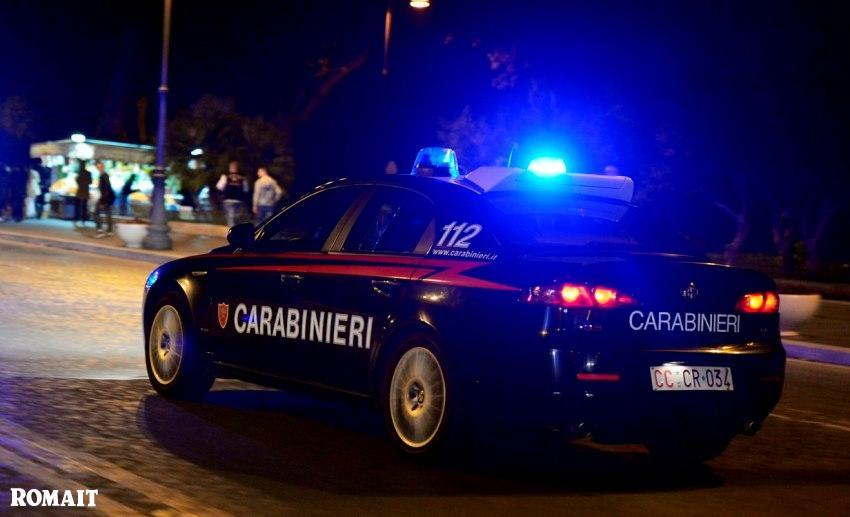 Carabinieri, distrugge auto con ascia