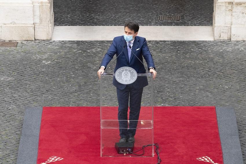 il presidente conte presenta il dpcm del 24 ottobre