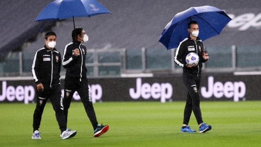 calcio e covid: gli arbitri in campo allo stadium per juventus-napoli