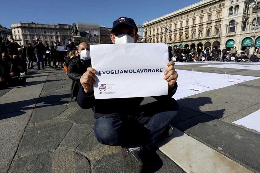 crisi da covid: protesta dei ristoratori a milano