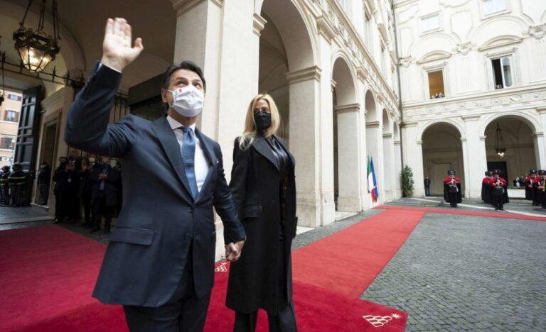 Giuseppe Conte, applauso