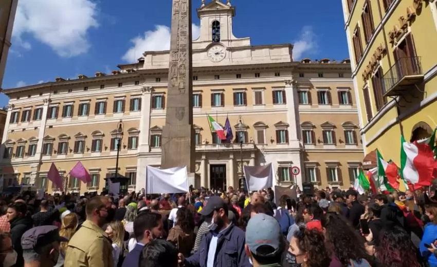 chiusure da covid: protesta dei ristoratori a piazza montecitorio
