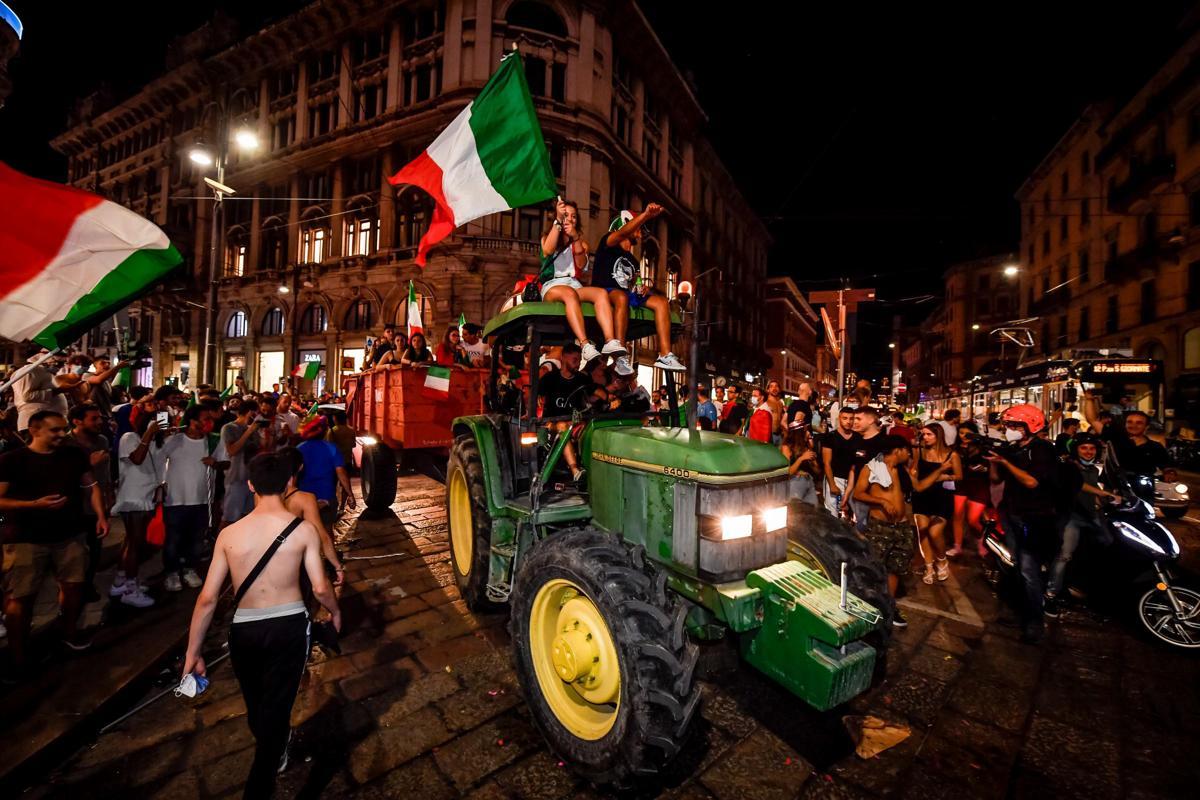 covidstrofismo, festeggiamenti dopo il trionfo dell'italia a euro 2020