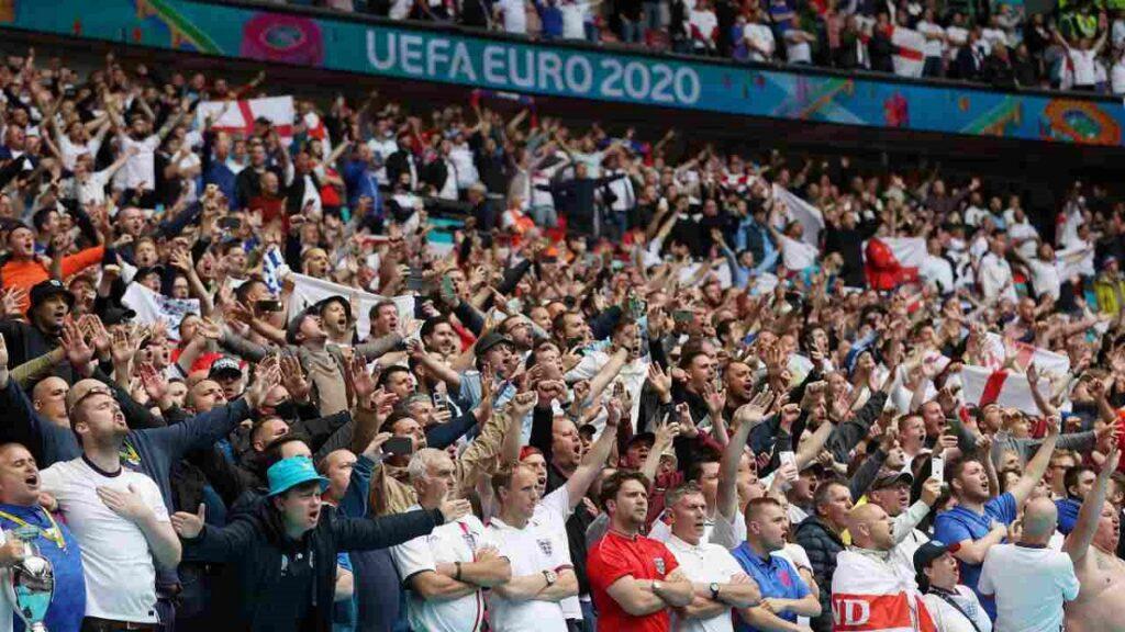 tifosi inglesi durante un match di euro 2020