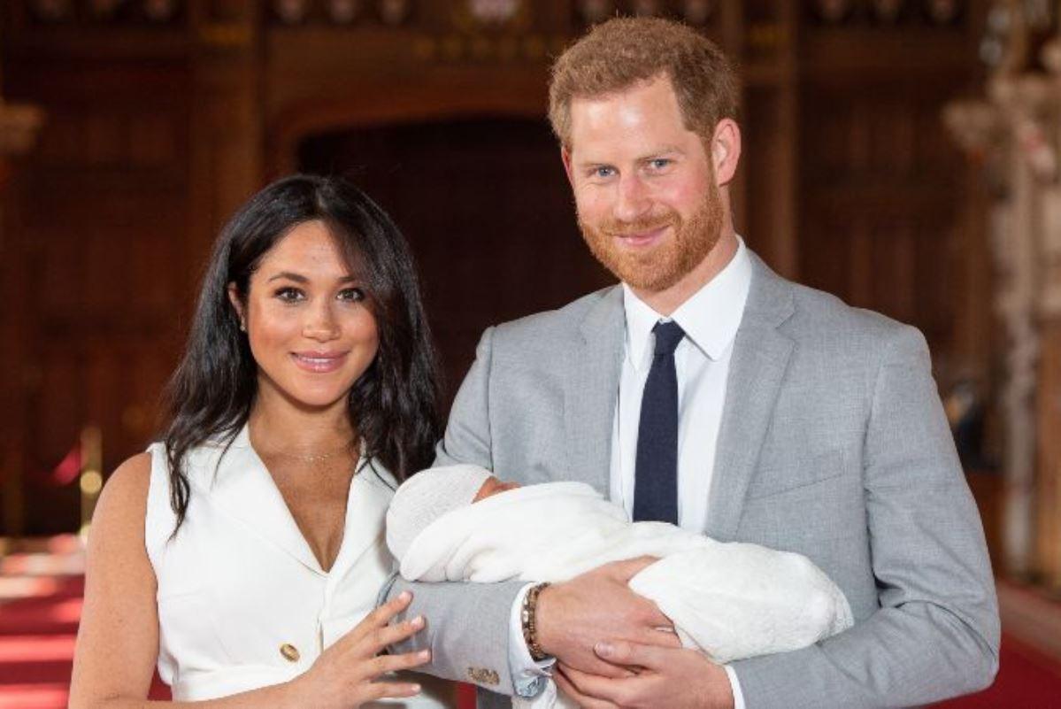 Harry e Meghan presentano ufficialmente il loro bambino