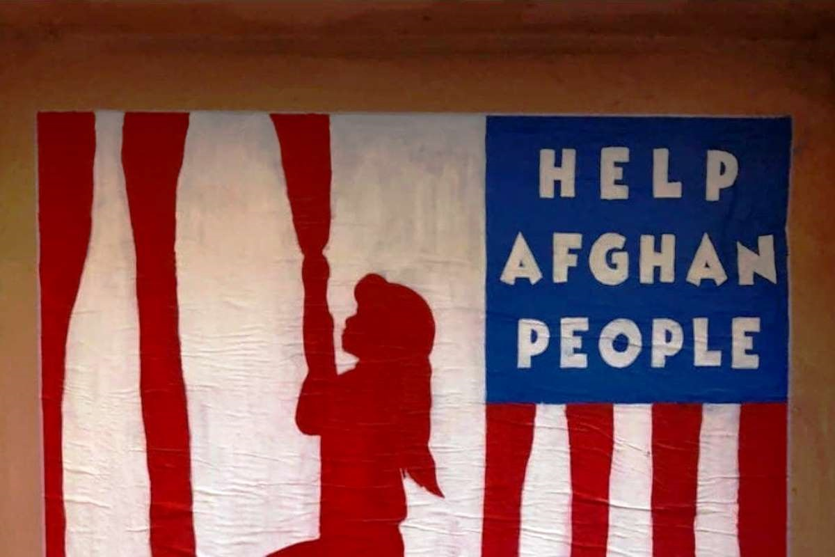Murale bimba afgana che fugge dai talebani