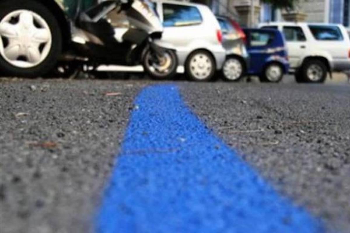 Strisce blu dei parcheggi