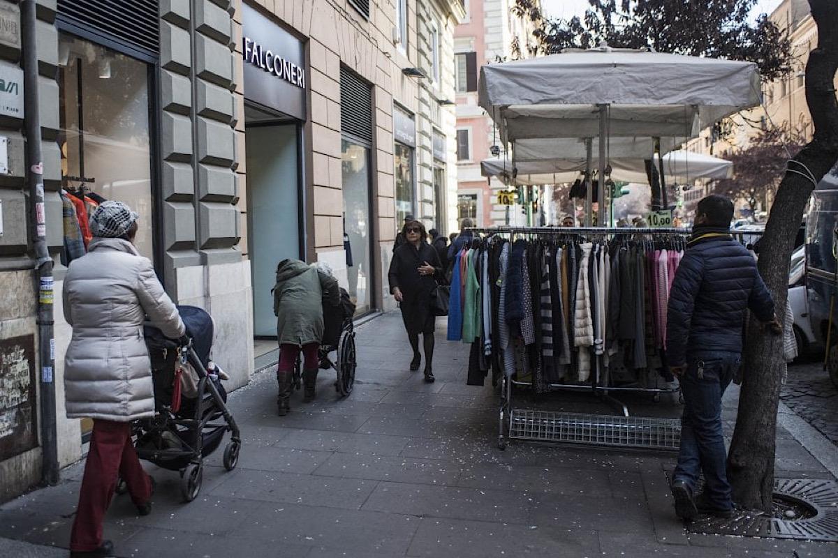 Bancarelle a Via Cola di Rienzo di Roma