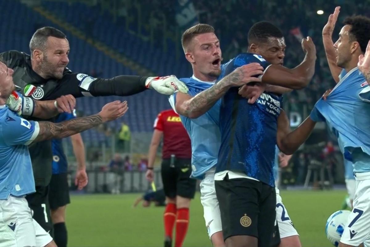La rissa che ha coinvolto i giocatori di Inter e Lazio