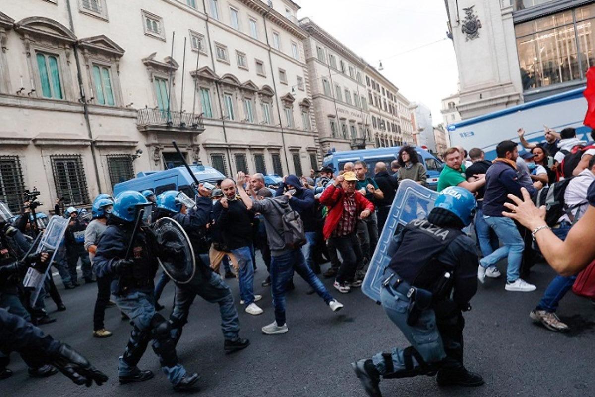 fascismo, manifestazione no green pass a roma