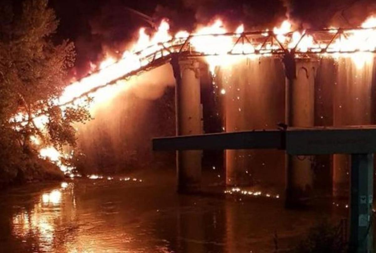 ponte dell'industria di Roma in fiamme